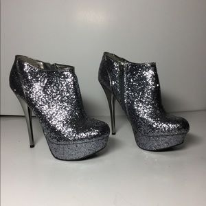 Qupid Glitter Silver High ankle bootie